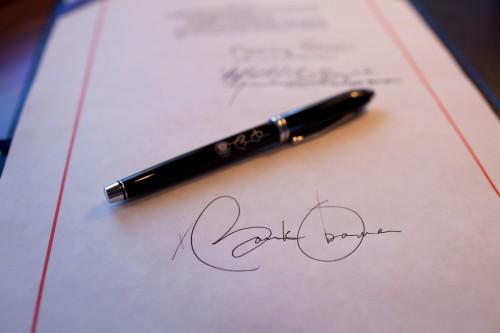000Obamas-Signature-500x333