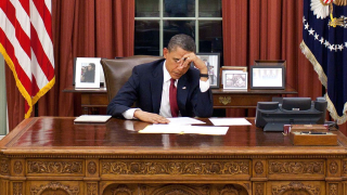 Obama at Oval Office desk